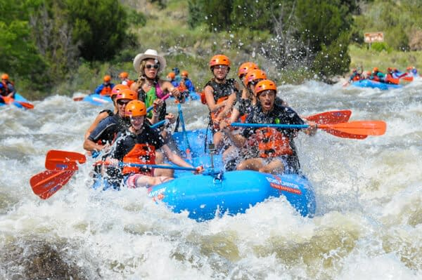 A paddle crew takes on Spikebuck Rapid in Bighorn Sheep Canyon